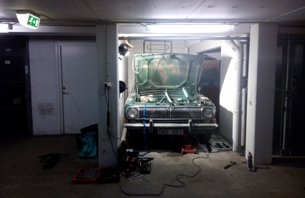 Min Volga i garaget - måttligt mycket plats.