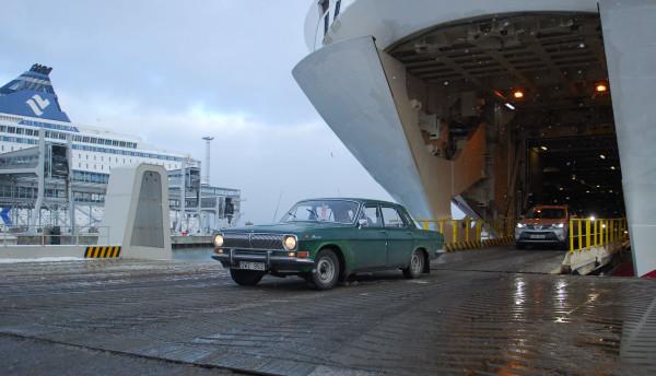 GAZ 24 Volga rolling off the ferry in Tallinn. Photo: Petter Lyden