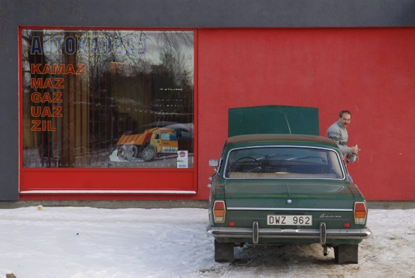 Trying to buy a water pump for a GAZ 24 in Tallinn. Photo: Petter Lydén
