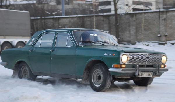 Snow drifting in a GAZ 24 Volga. Photo: Petter Lydén