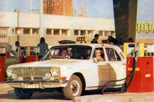 volga_m24_taxi_at_intertank_ddr_1973